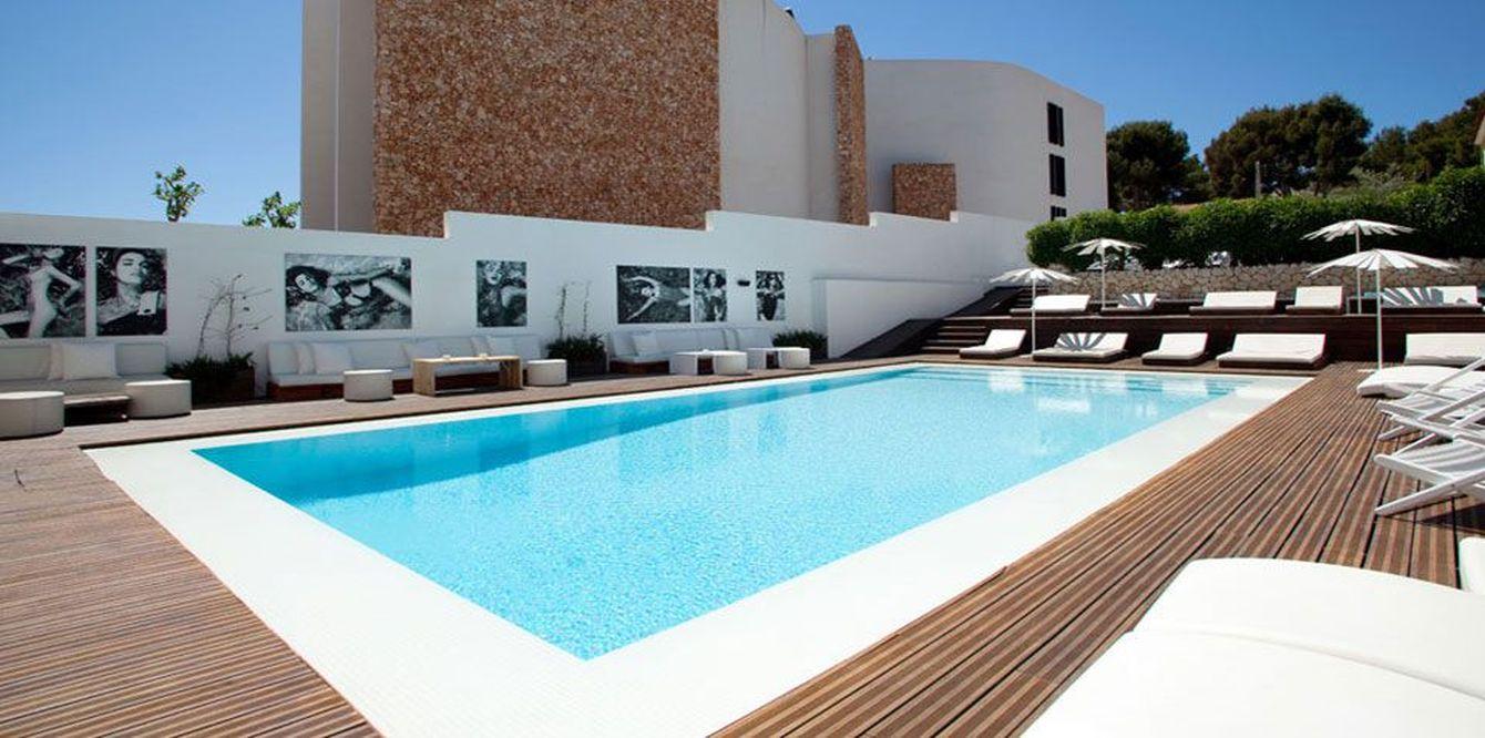 boutique hotel zhero mallorca crocodiles. Black Bedroom Furniture Sets. Home Design Ideas