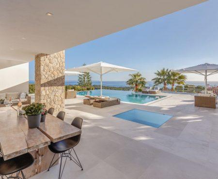 Kernsanierte Luxusvilla mit Meerblick